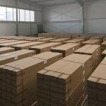 Lagerhalle mit fertig verpackten Solarprodukten